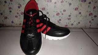 Sepatu kets murmer ukuran 41