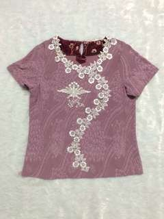 BLOUSE WITH LACE TRIMS ON TOP