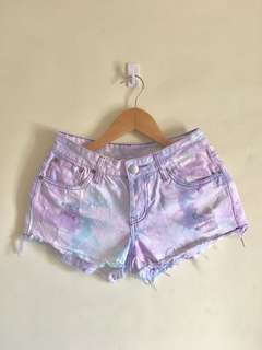 Multicolor acid washed ripped short