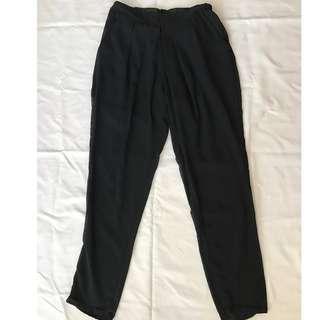 黑色微透膚休閒西裝褲