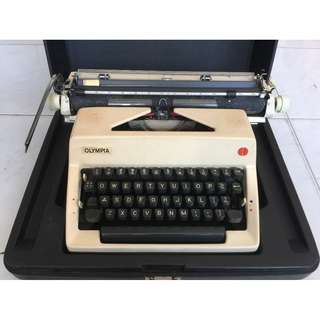 [Include Delivery] Typewriter