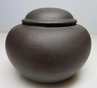 🚚 [老茗器]紫砂壺~黑鐵砂 老茶倉 有落款
