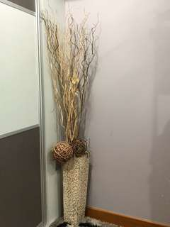 Flower vase with display branches