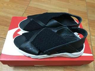 🚚 全新NIKE黑色涼鞋