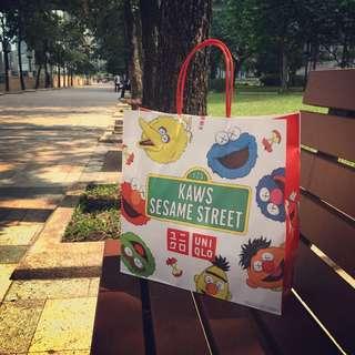 uniqlo kaws x sesame street 芝麻街 紙袋