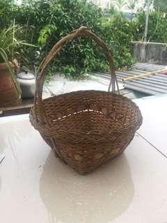古老手織籐籃