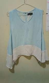 Baju dua warna biru putih lengan bolong