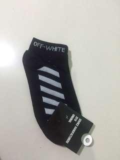Off-white ankle socks
