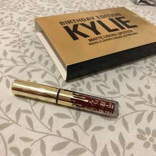 Kylie minis leo