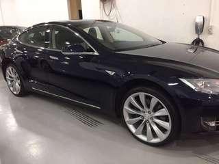 Tesla Model S 花車