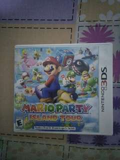 Mario party 3DS ( comes in a box )
