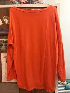 橘色一字領長版上衣