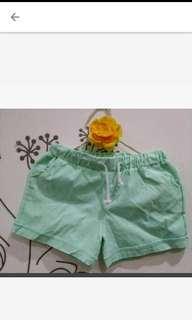 🚚 可愛全新蘋果綠短褲