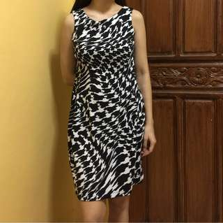 Printed dress ideal for office use. Pretty!