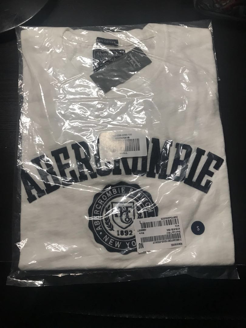 181bcf9ec A&F Logo T-shirt white, Men's Fashion, Clothes, Tops on Carousell