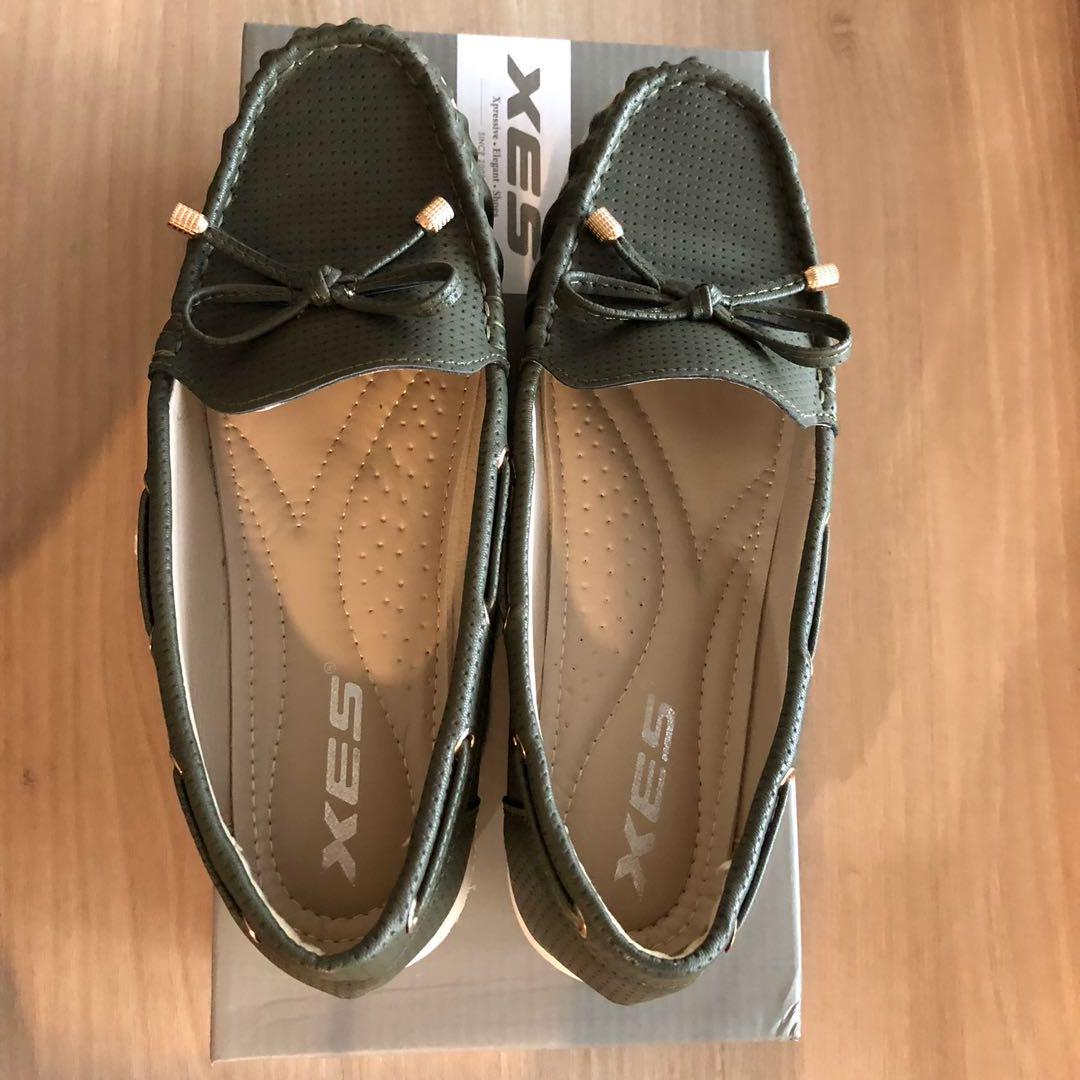 Almost New! Olive Green Ladies Shoes