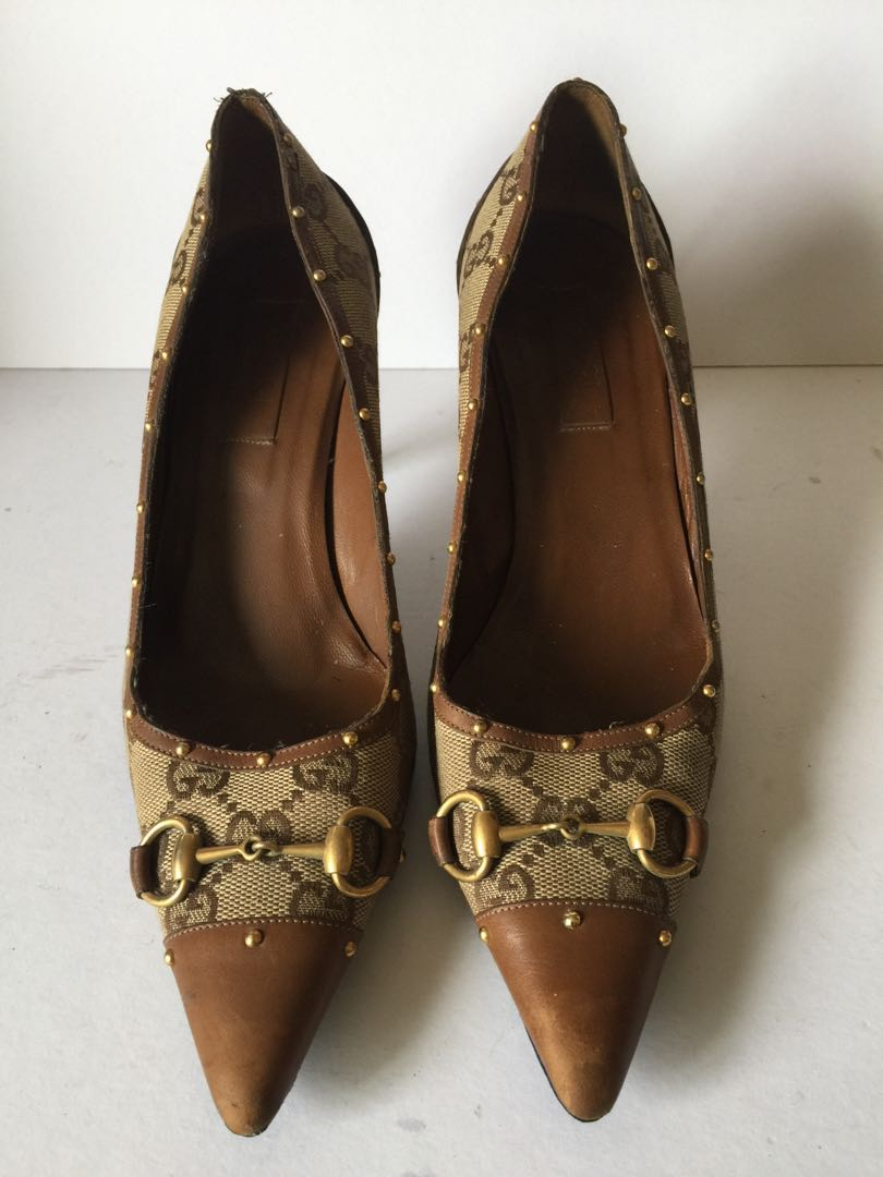 db76067a180 Authentic Gucci logo pumps with horse bit