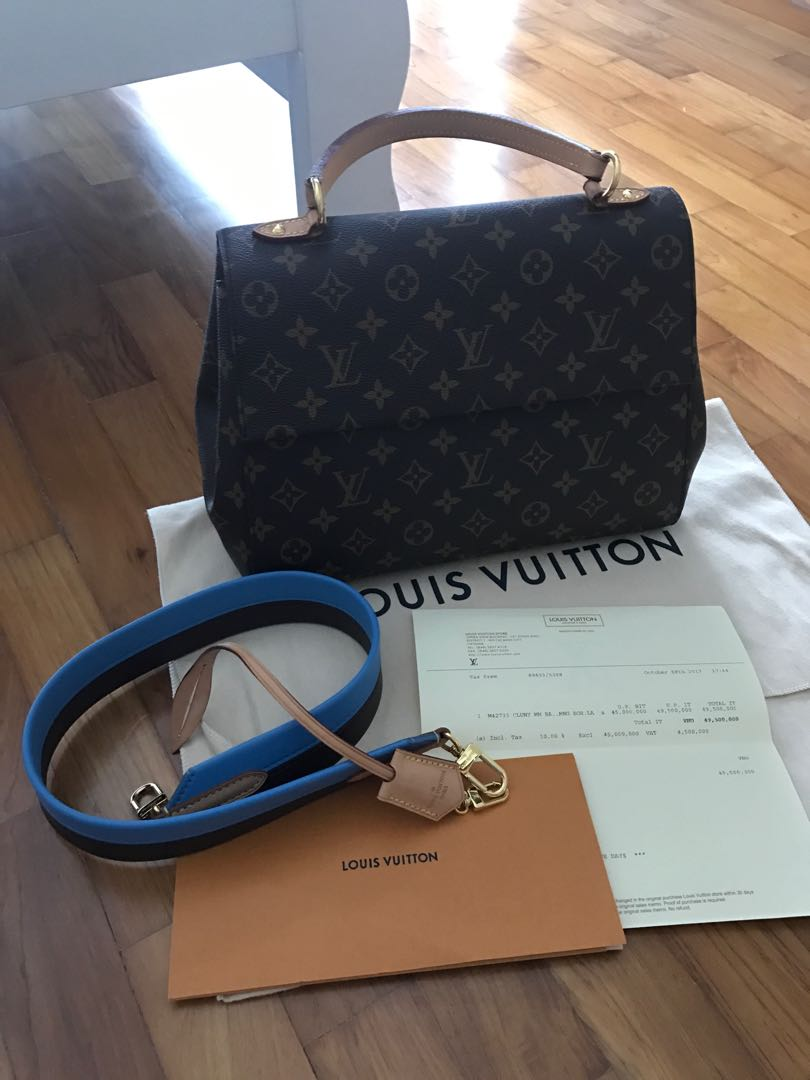 94ad3ca4c5ce Authentic Louis Vuitton Cluny MM