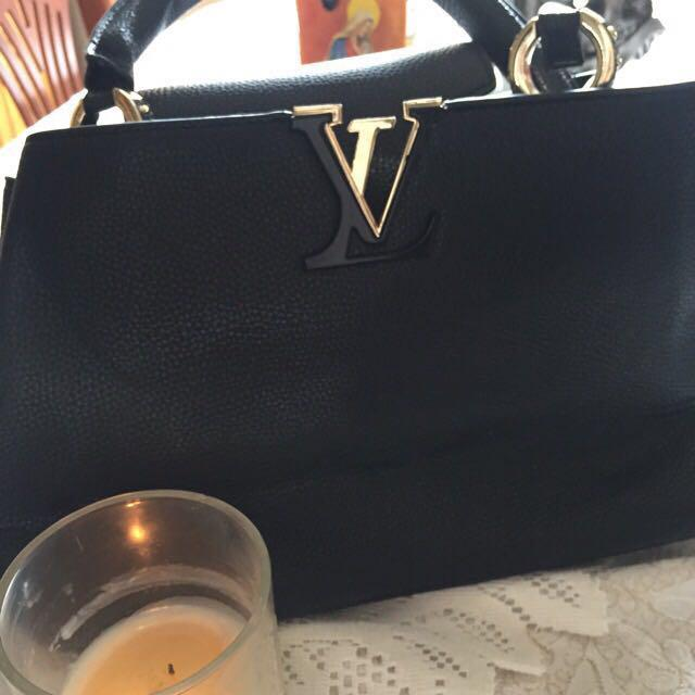 Brand new LOUIS VUITTON Capucines MM bag