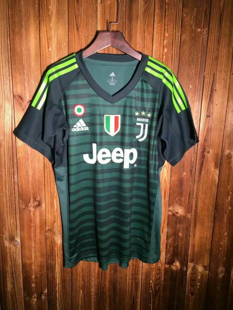 760edd578e3 Juventus 18/19 Goalkeeper Home Kit, Sports, Sports Apparel on Carousell