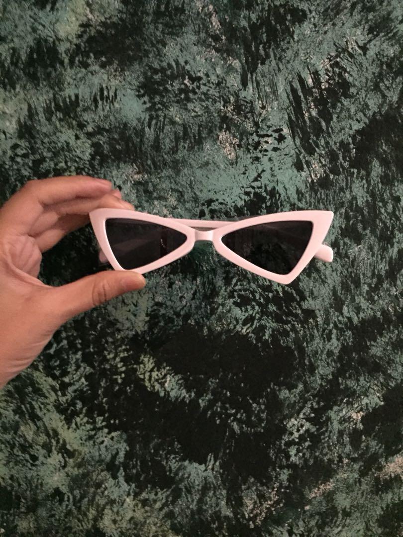 Kacamata Hitam 666ecd42cf