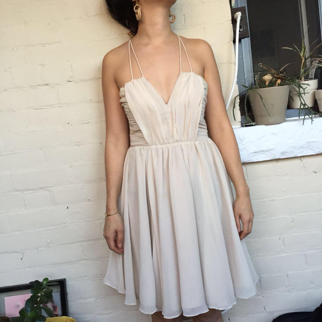 Pleated dress in ivory