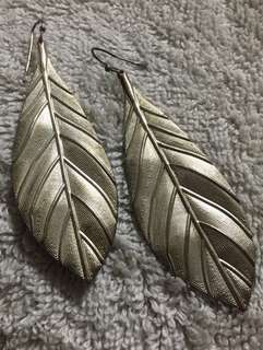 🚚 Shiny Leaf Dangles