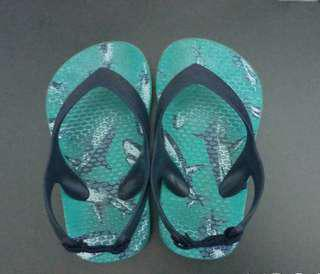 Old Navy slippers for kids size 5