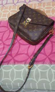 i am looking for LV Metis Pochette