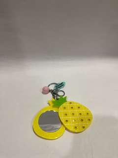 Keychain mirror pineapple