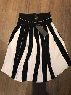 黑白間短裙