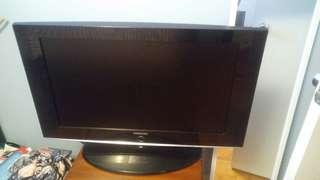 32 inch Samsung LCD flatscreen tv Model LN-T3242H
