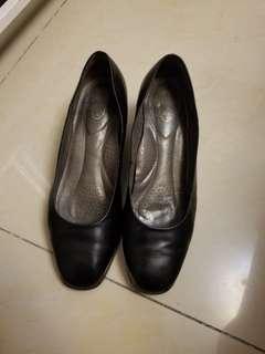 Scholl 制服鞋