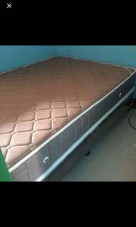 Mandaue bed mattress and box spring