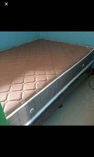 Mandaue bed mattress and box spring