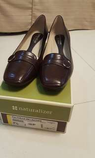 Brandnew Naturalizer brown shoes