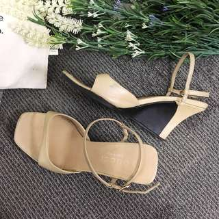 GUCCI Beige Wedge size 37 (fits size 5-6)