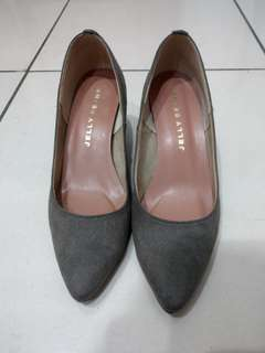 🚚 全新日本製jelly beans灰色麂皮粗跟鞋
