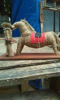 miniatur karung goni, koboy yg membawa kuda