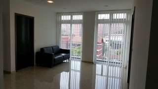 Beautiful 750sf 2BR Condo (5 min walk to Beauty World MRT)