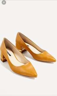 Zara Mustard Heels With Gold Trimmings