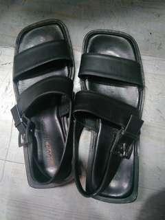 Lv sandal authentic secondhand size 43