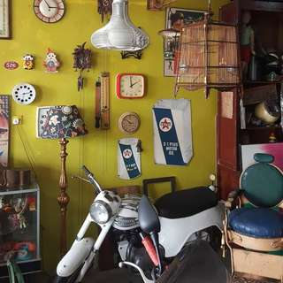 Antique,Vintage & Props Shop