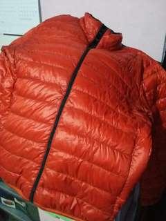 Jaket Uniqlo Ultralight Oranye