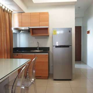 Makati Condo with Washing Machine + 16mbps Internet