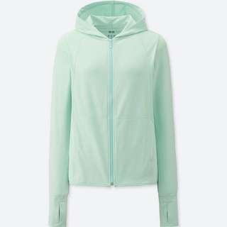 Uniqlo Airism green hoodie