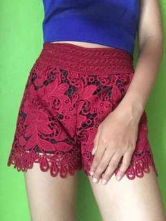 Lace short maroon