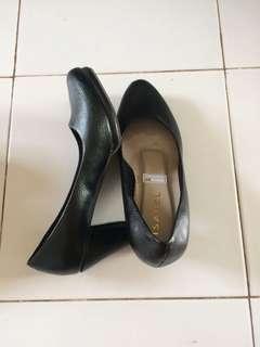 High heels hitam