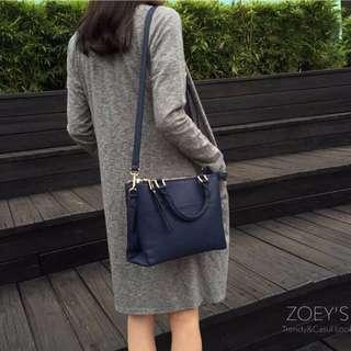🚚 大容量雙層拉鍊方包 可肩背手提 深藍色 zoey's