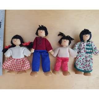4 pcs wooden doll display